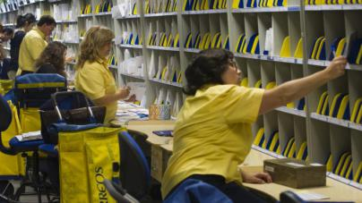 Correos cambia las reglas de juego y decide puntuar el catalán como mérito en sus oposiciones