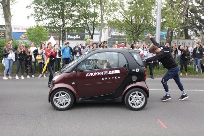 Un croata marca un récord Guinness al empujar un coche durante 23 horas y 20 minutos