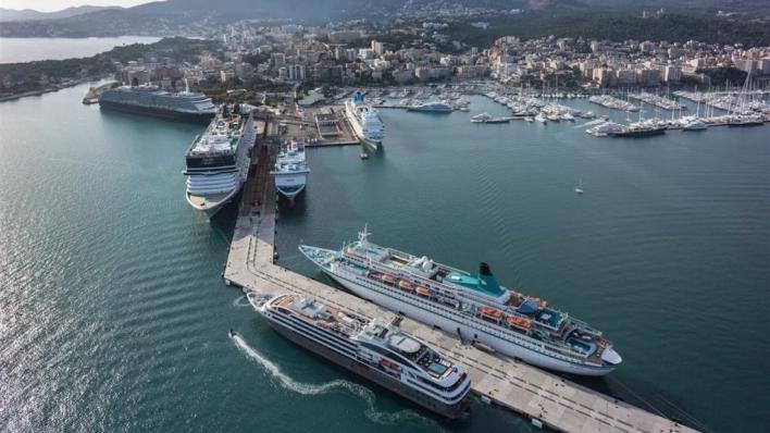 El Ministerio utilizará drones para vigilar la contaminación de los cruceros en Palma