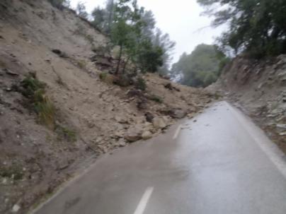 'Gloria' desborda torrentes y obliga a cerrar varias carreteras en Mallorca