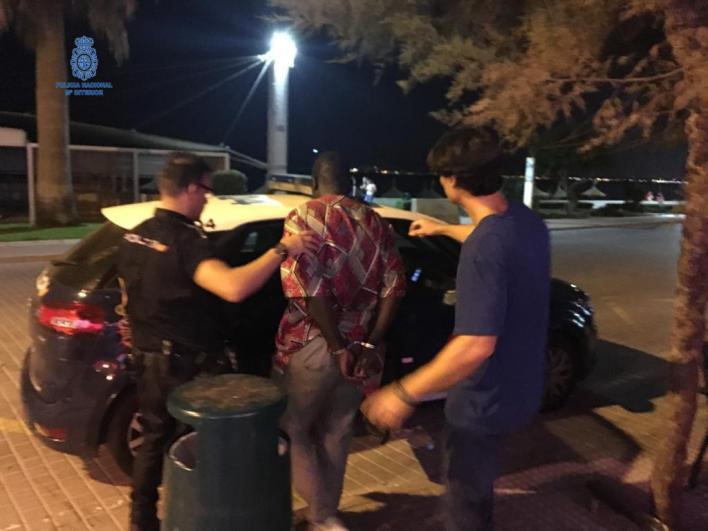 Tres detenidos por vender droga en Playa de Palma