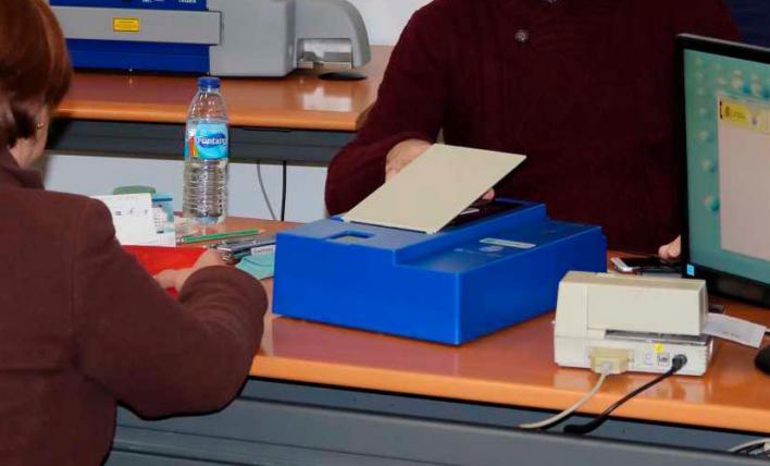 Los funcionarios del DNI detenidos en Palma se quedaban las tasas