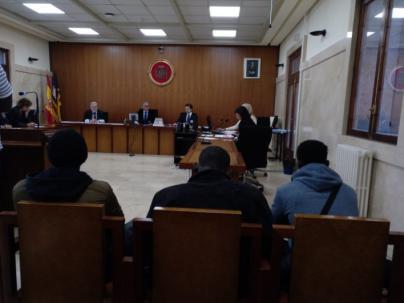 Seis años de prisión para tres hombres por vender droga en la calle del Jamón