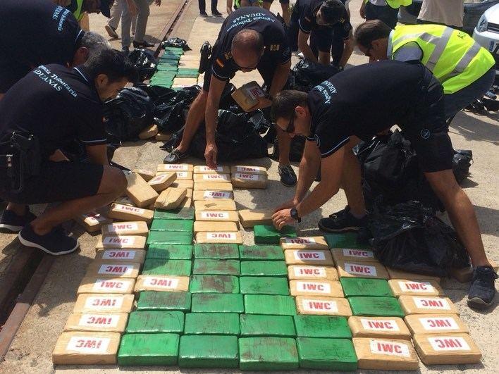 Cazan un yate de lujo de Port Adriano con 300 kilos de cocaína colombiana a bordo