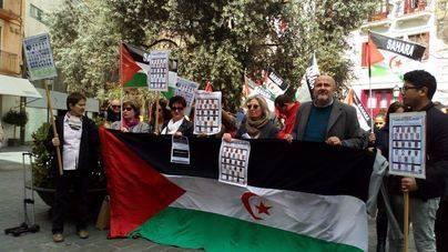 Decenas de personas se manifiestan en Cort por el pueblo saharaui