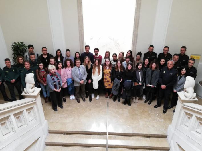 25 alumnos de la UIB traducirán a turistas que denuncien ante Guardia Civil o Policía