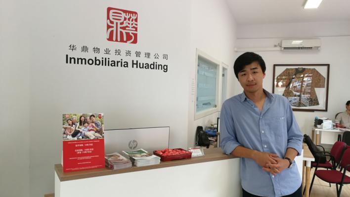 Vuelta a casa: Suben los traspasos de negocios chinos en zonas turísticas