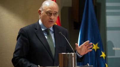 El juez cita como investigado a Fernández Díaz por el espionaje a Bárcenas