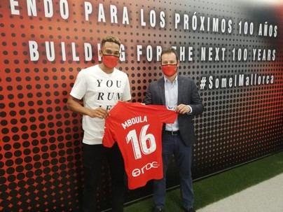 Mboula elogia la calidad del vestuario: 'Juegue quien juegue, el Mallorca funciona'