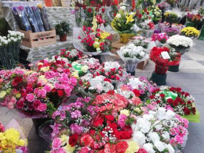 Los floristas y panaderos tiemblan con Tots Sants: se espera una jornada a la baja