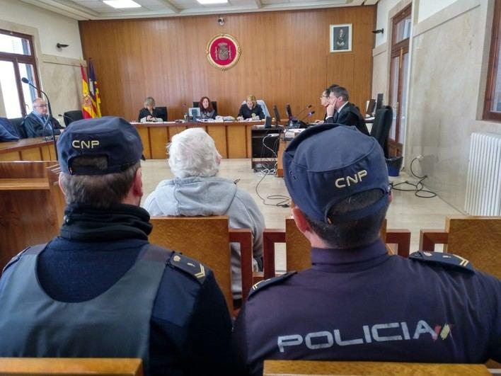 Un octogenario condenado a 1 año y 11 meses por intentar asfixiar a su mujer