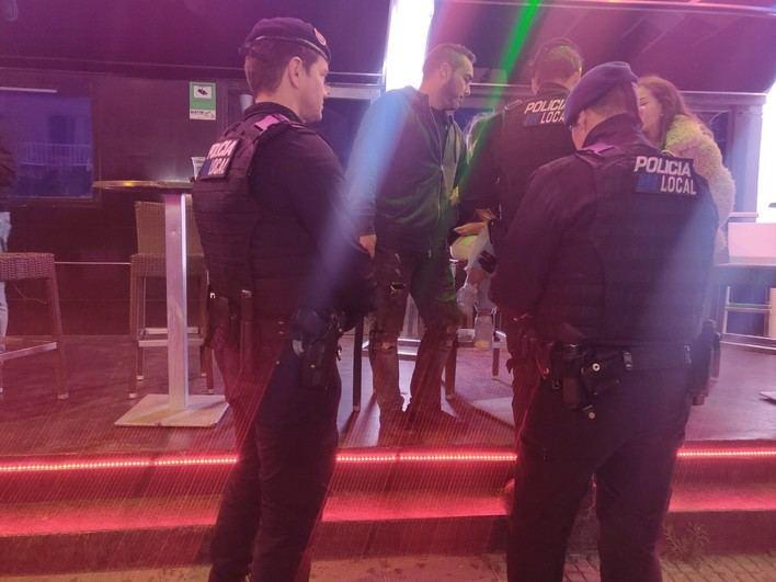 La Policía sorprende a una discoteca de Magaluf vendiendo alcohol a menores