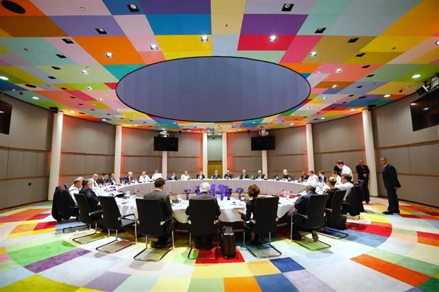 Los líderes europeos aplazan al martes la negociación del reparto de los altos cargos