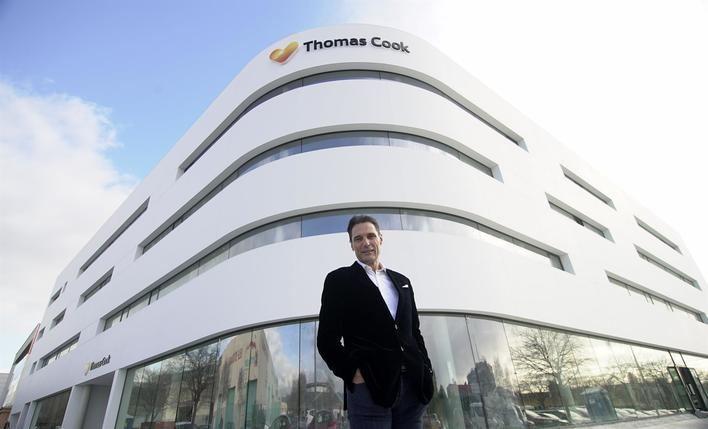 El consejero delegado de Thomas Cook se disculpa y defiende sus bonificaciones: