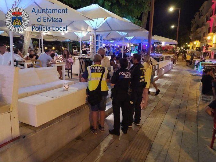 57 denuncias en Ibiza este fin de semana por incumplir medidas antiCovid