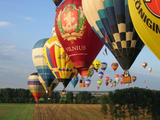 La gota fría deja en el aire el Campeonato de Europa de globos aerostáticos