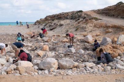 Voluntarios del GOB recogen 120 kilos de residuos plásticos en dos playas de Artà