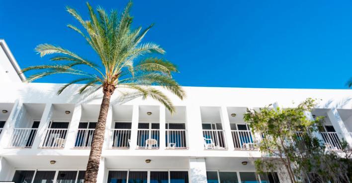 Hallan el cadáver de una joven irlandesa en un hotel de Ibiza
