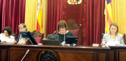 Xelo Huertas propone eliminar la dedicación plena de los diputados