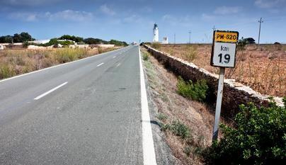 Formentera limita desde este lunes la entrada de vehículos