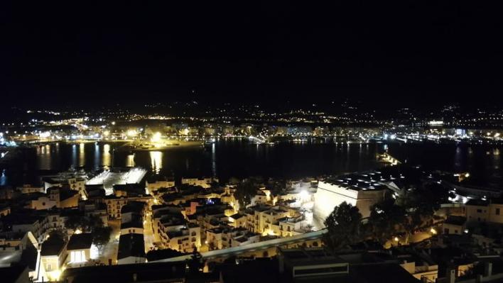 Ibiza acuerda luchar contra la contaminación lumínica