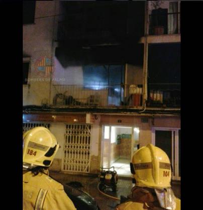Desalojado un edificio de Palma por un incendio declarado en el primer piso