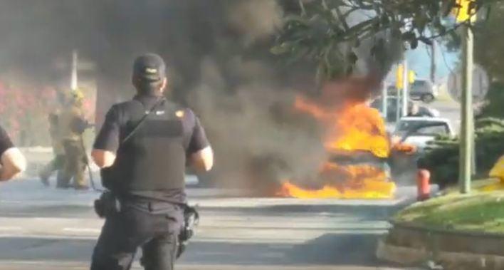 Caos circulatorio en Palma tras el incendio de un coche en las Avenidas
