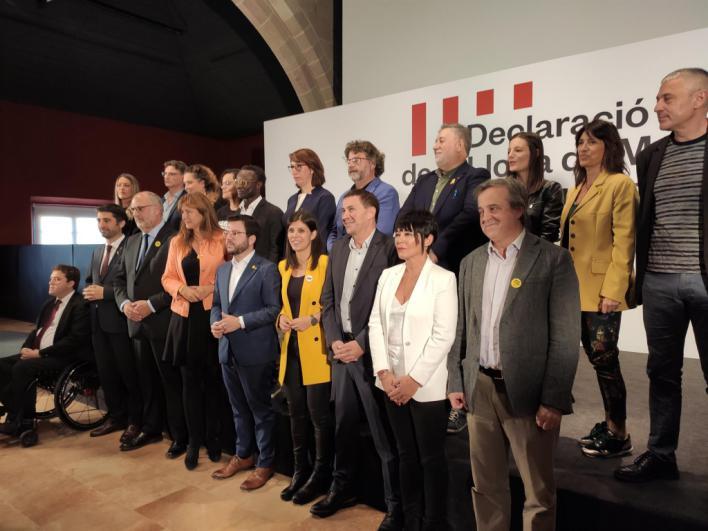 Més reivindica en Barcelona la autodeterminación junto a partidos independentistas