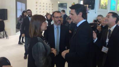 Francina Armengol y Biel Barceló intercambian impresiones con el ministro Soria