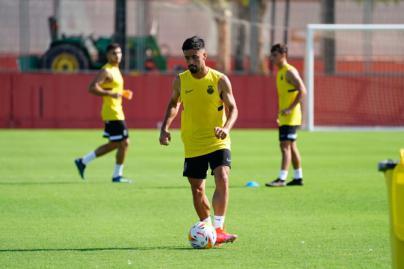 Jaume Costa, cuarto fichaje de un RCD Mallorca que ya entrena
