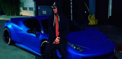 Justin Bieber presume de su nuevo Ferrari azul eléctrico