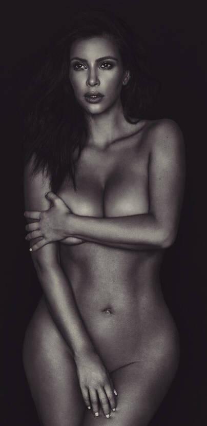 Burlas en Twitter de las curvas de embarazada de Kim Kardashian