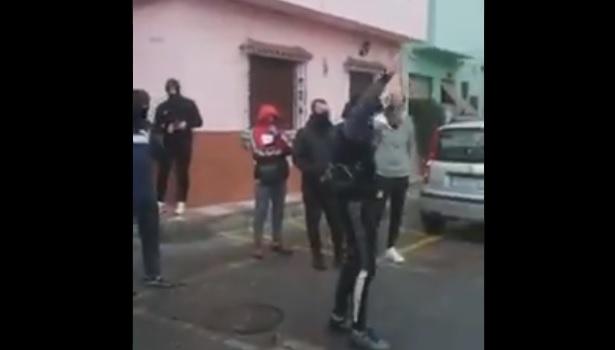 Vecinos de La Línea protestan por la llegada de ancianos procedentes de un geriátrico contaminado