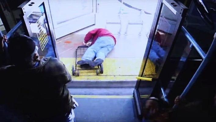 Muere un anciano tras ser empujado por una joven en un autobús de Las Vegas