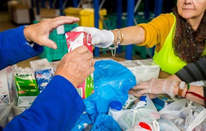 Se inicia una campaña de recogida de leche para familias en riesgo de exclusión