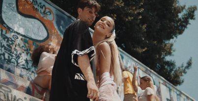 Fotograma del videoclip 'Lola Bunny' con Don patricio y Lola Índigo