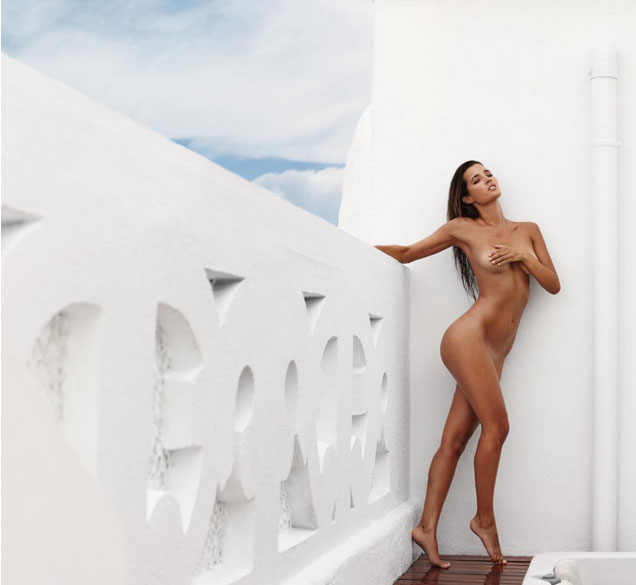 Malena Costa Se Desnuda Para Celebrar Sus 200000 Seguidores En