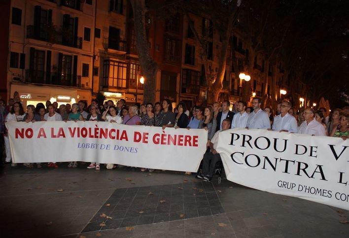 Concentración en Palma en repulsa del crimen machista de la Colònia de Sant Jordi