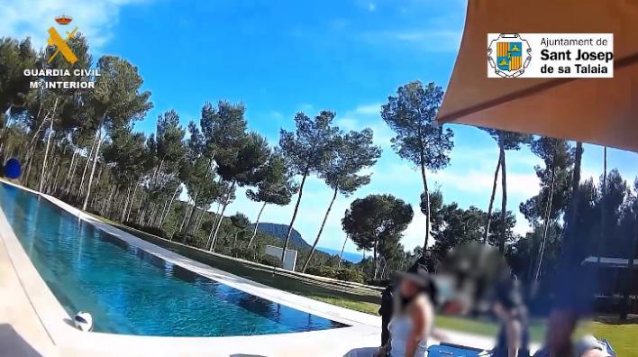 Fiesta internacional en una mansión de Ibiza en pleno confinamiento