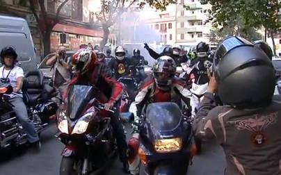 Un conductor pierde el control y se empotra contra 5 motos aparcadas