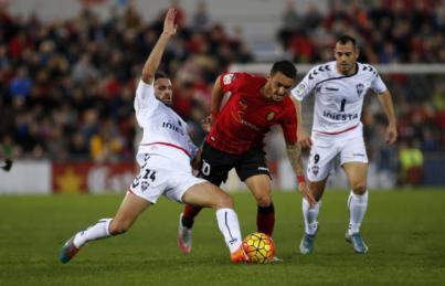 El Mallorca presenta al extremo Thierry Moutinho