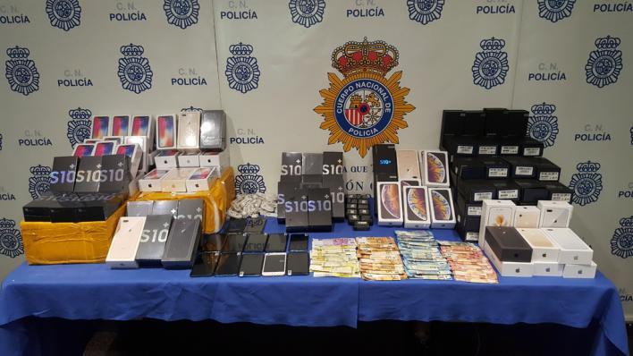 Detenido en Palma por comprar móviles de imitación de alta gama en China y venderlos por internet