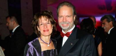 Los lectores no aprueban que Claassen coloque a su esposa de apoderada