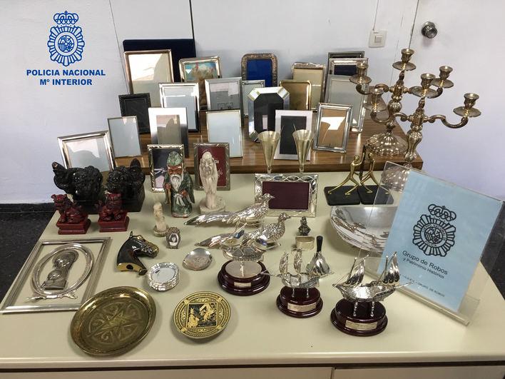 Detenido por robar figuras, marcos y candelabros del piso de su vecina en Palma