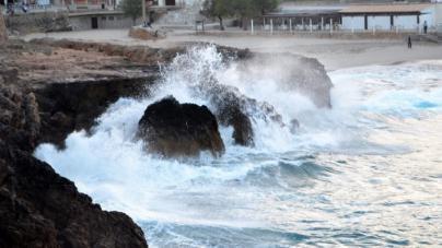Mar de incidentes en Menorca y norte de Mallorca por el fuerte oleaje