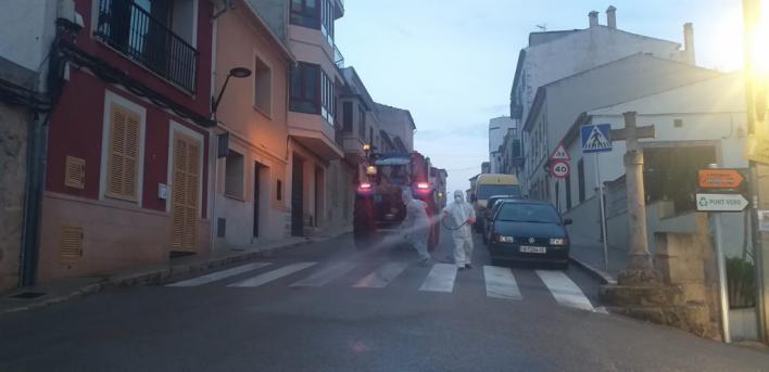 15 tractores colaboran en la desinfección en sa Casa Blanca, s'Aranjassa, el Pil·larí y Sant Jordi