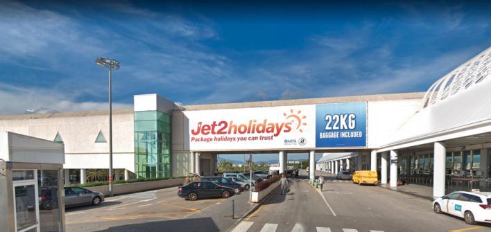 Cierre temporal del pasillo del aeropuerto que conecta parking y terminal