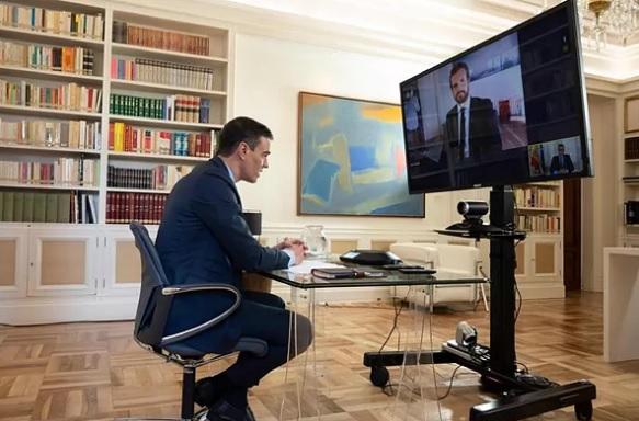 Sánchez y Casado pactan una comisión parlamentaria para cerrar el acuerdo nacional