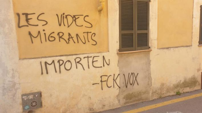Vox denuncia pintadas en su sede de Alcúdia: