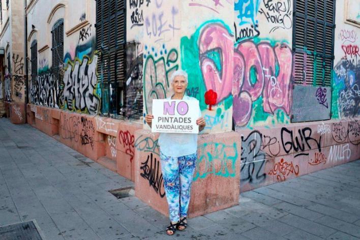 Los escritores Eusèbia Rayó y Àlex Volney se suman a la campaña d ARCA contra las pintadas